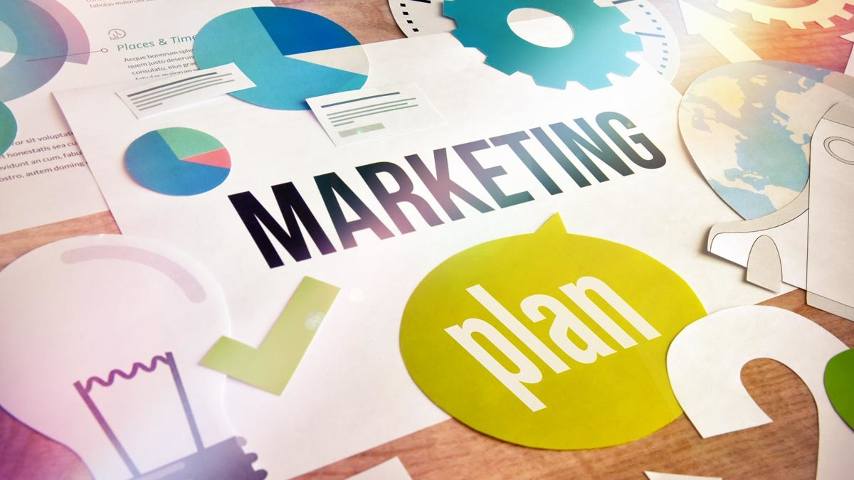 Operatives und strategisches Marketing im Vergleich 8